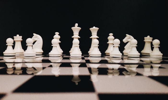 black-background-black-and-white-board-game-814133.jpg