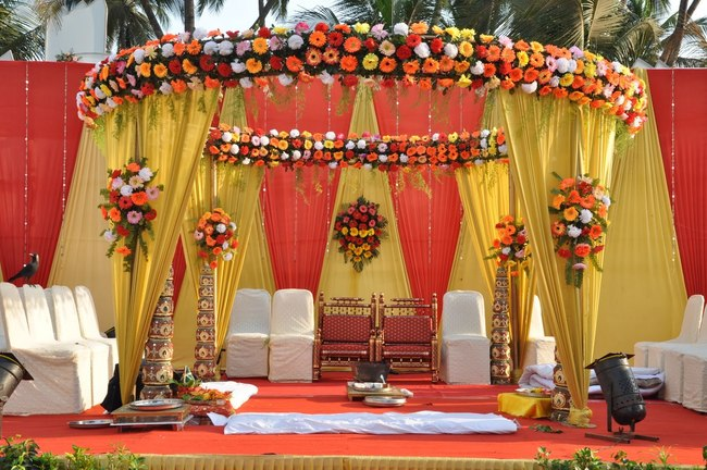 1-Color-Scheme-of-Indian-Wedding-Mandap.jpg