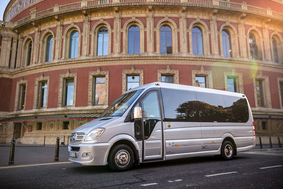 Top-Qualities of bus Drivers in London should possess in Order to hire them  for the Trip