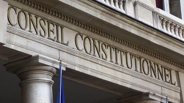 le-fronton-du-conseil-constitutionnel-a-paris-1_5005875.jpg