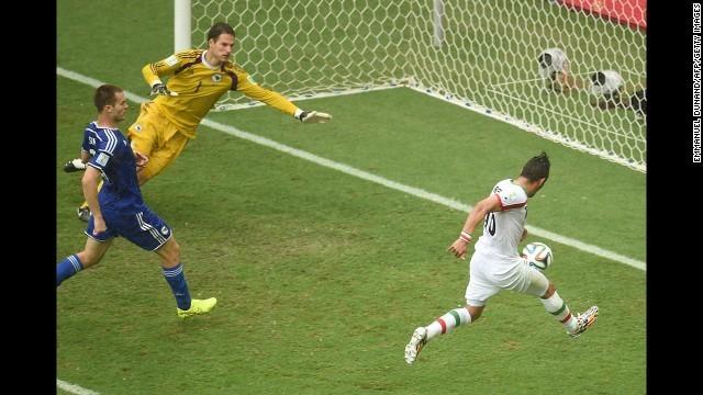 iran third goal.jpg