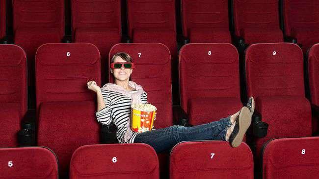 woman_at_movie_alone.jpg